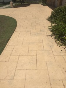 Elanora Driveway high pressure Cleaning before